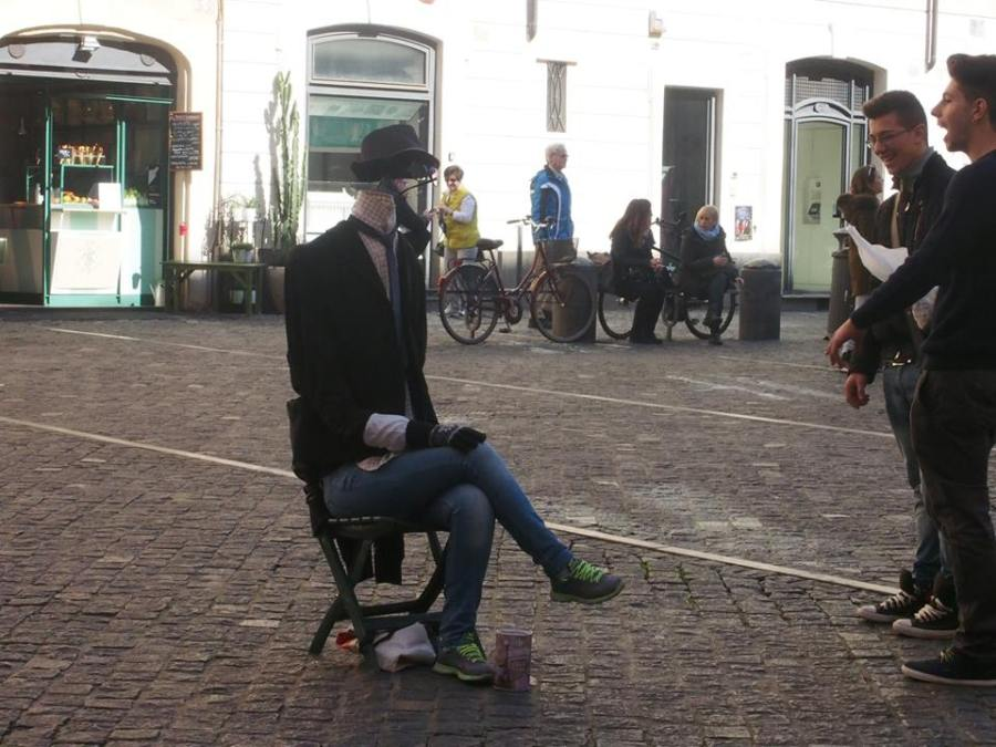 street_perform