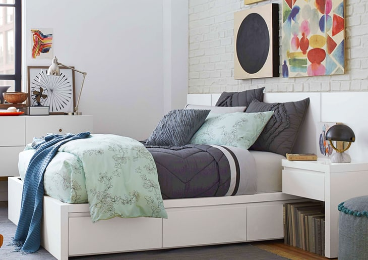 Single bed with colorful frame on the wall - When to use Feng Shui in your room according to an expert