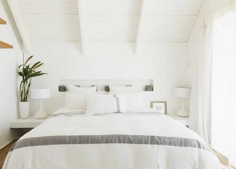 All white room - An infallible guide to choosing the right paint