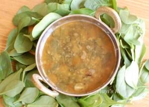 Spicy Spinach Gravy (Palak Garam Masale Ambat)
