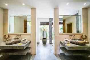 Villa Kadek Bedroom 1 Bathroom