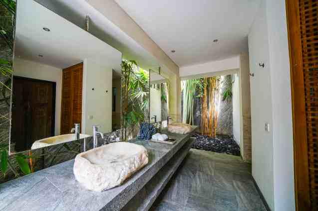 Villa Nyoman Bedroom 4 Bathroom (2)