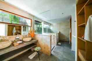 Villa Iluh Master Bathroom (2)