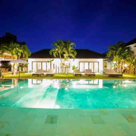 Villa Iluh Swimming Pool at Night(2)