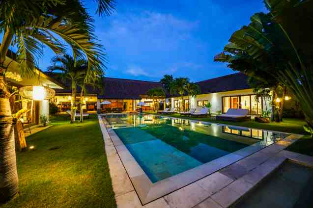 Villa Iluh Swimming Pool at Night (3)