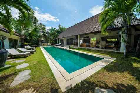 Villa Nyoman Swimming Pool 1(2)