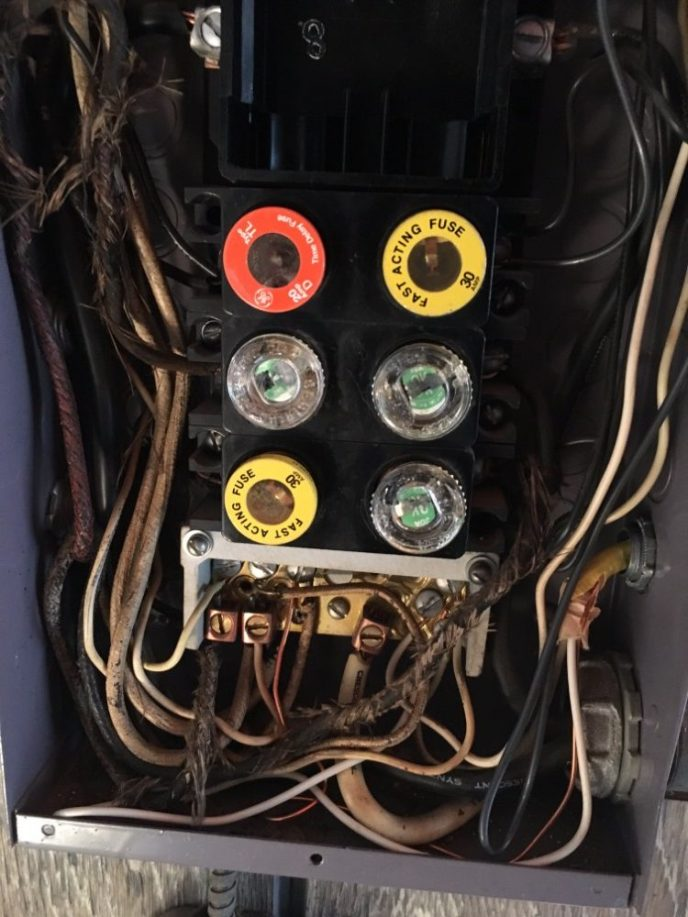 60amp Fuse Panel (Before)