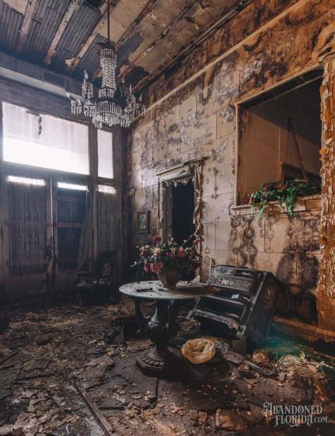 Moulton & Kyle Funeral Home | Photo © 2016 Bullet, www.abandonedfl.com