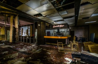 Port Malabar Bowling Center | Photo © 2014 Bullet, www.abandonedfl.com