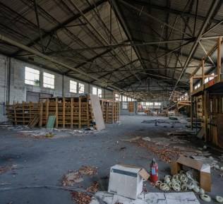 Old Amazon Hose and Rubber Co. Warehouse | Photo © 2012 Bullet, www.abandonedfl.com