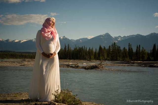 maternity-session-blaeberry-river-golden-bc-a-barrett-photography