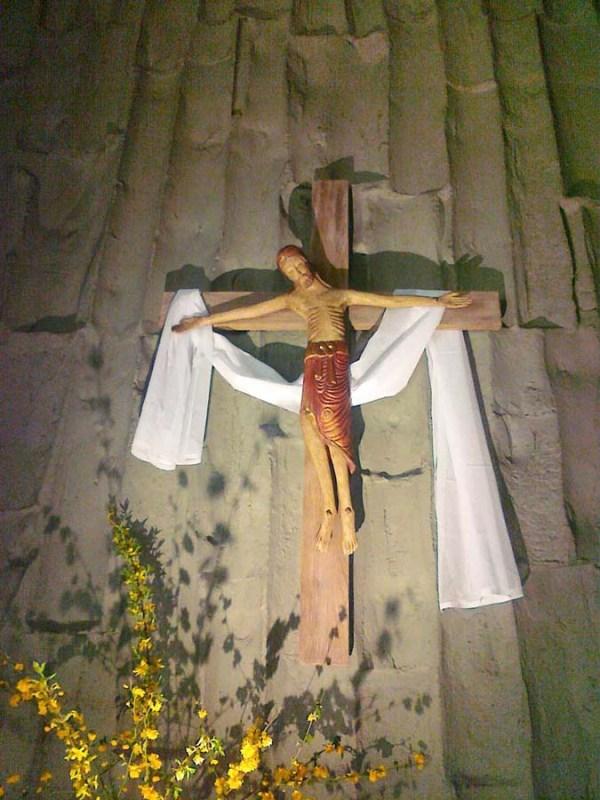 p11-christ-en-croix