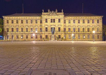 Das Erlanger Schloss bei Nacht