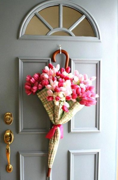 The Best 15 Spring Easter Decorations for 2018 - Inexpensive and Cute Tulip Door Hanger