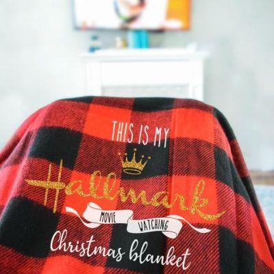 Easy DIY Christmas Gifts: Custom Holiday Blanket with Cricut