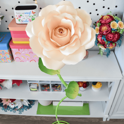 How to Stem a Giant Paper Flower: DIY Curved Free-Standing Stem