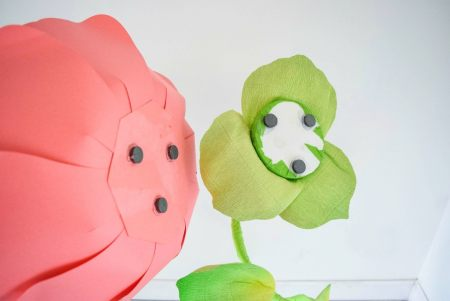How to use magnets for paper flower stems