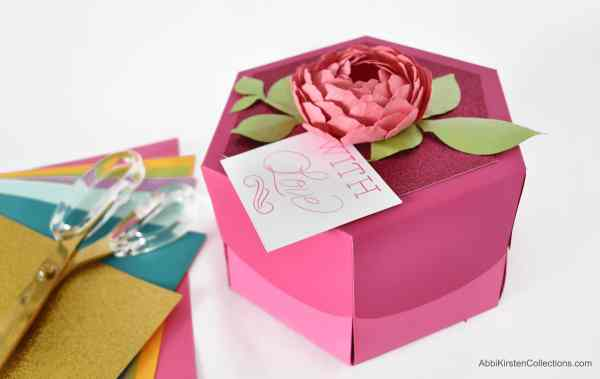 Handmade gift box template - free tutorial and template.