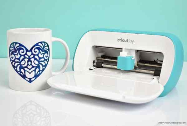 Cricut joy machine to make mugs.