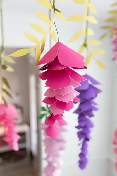 Learn how to make hanging flowers with this easy step-by-step tutorial for parties and weddings.