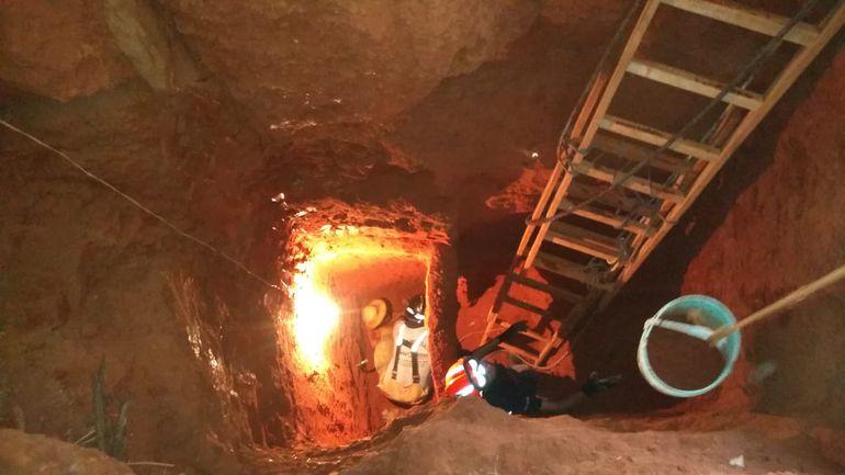 """Un hombre casi fallece sepultado en un pozo, buscando presuntamente """"plata  yvyguy""""."""