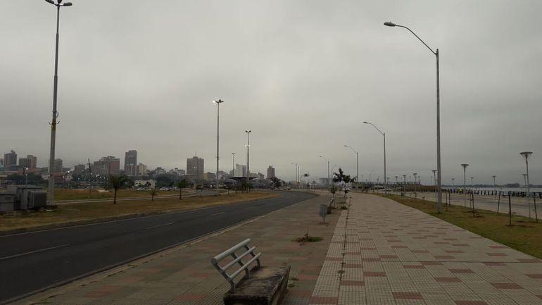 Día nublado en la Costanera de Asunción.