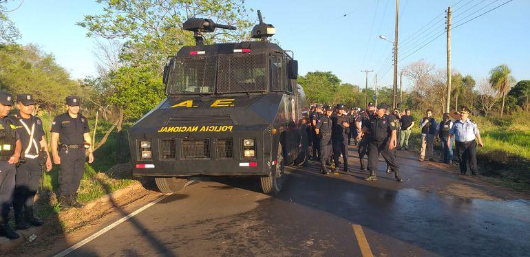 Centenares de Policías fueron convocados para despejar el inmueble invadido.