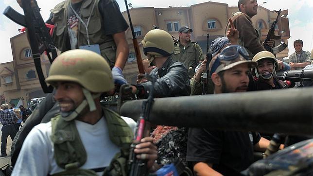 Los rebeldes libios dicen haberse hecho con el control del aeropuerto de Misrata