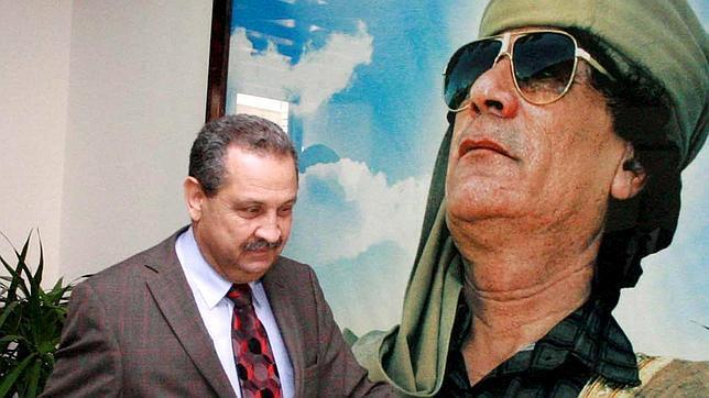 El ministro libio de Petróleo abandona a Gadafi y se refugia en Túnez