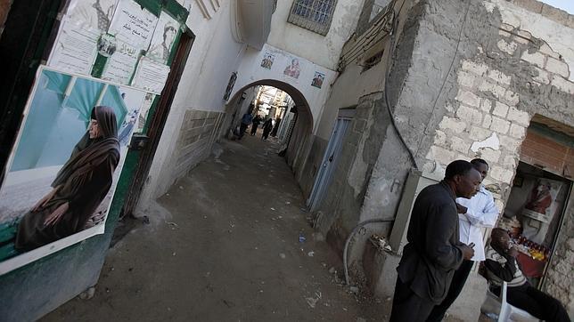 La OTAN ataca a la luz del día las cercanías del palacio de Gadafi en Trípoli