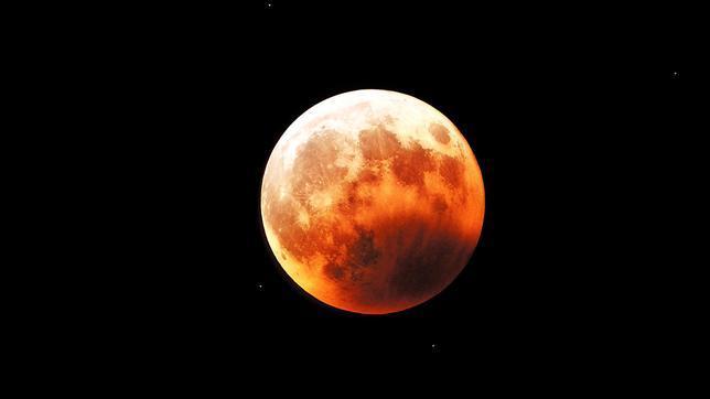 Un eclipse cambiará el color de la Luna este miércoles: las claves para observarlo
