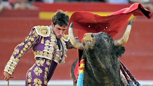 Faenón de Aguilar con un gran toro