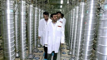 Ahmadineyad niega las acusaciones y continuará con su programa nuclear