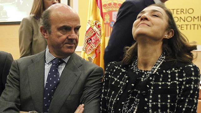Un senador del PP critica la «incongruencia» de Carmen Vela