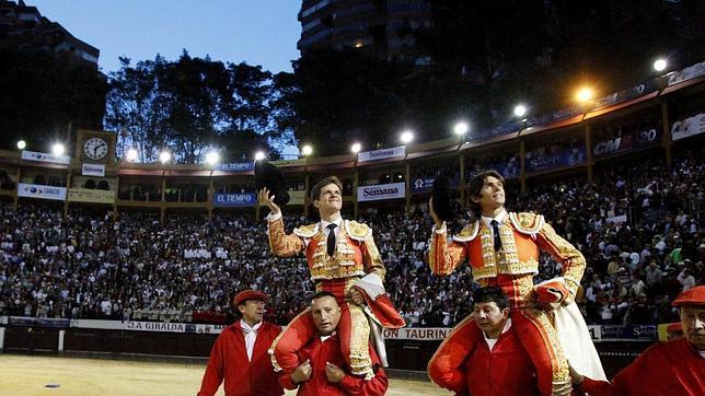El Juli y Castella reivindican la Fiesta en Bogotá por la puerta grande