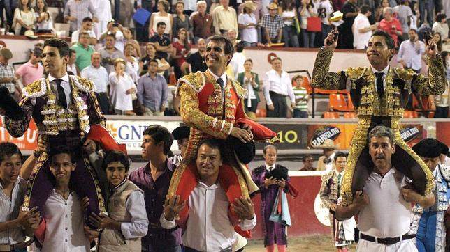 Manzanares vuelve a brillar y sale a hombros con Zotoluco y Macías en Aguascalientes