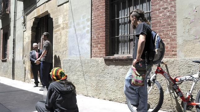 Miembros del 15M ocupan un edificio del Obispado en León