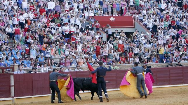 Los vecinos de un municipio cacereño decidirán entre toros o empleo