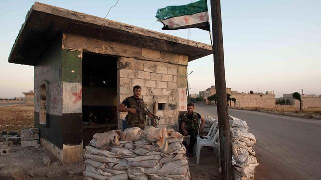 Siria acumula tanques en la frontera para «contrarrestar el despliegue turco»