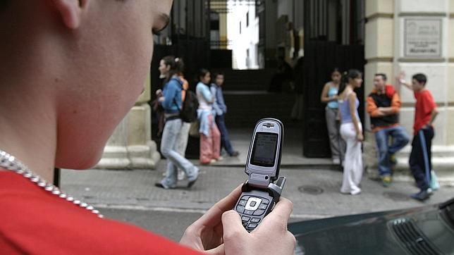 Lanzan una aplicación para que los padres «espíen» a sus hijos a través del móvil