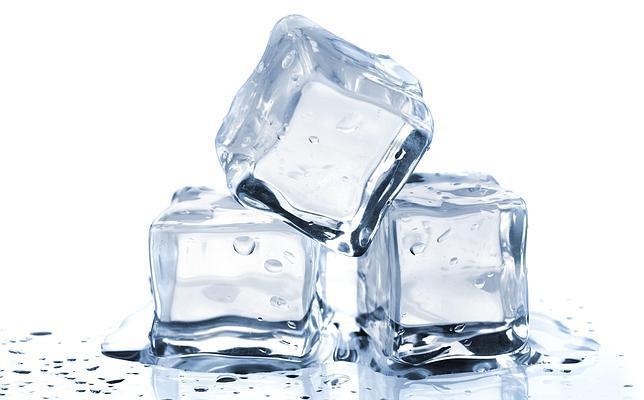 ¿Por qué cuando tocamos el hielo tenemos la sensación de quemarnos?