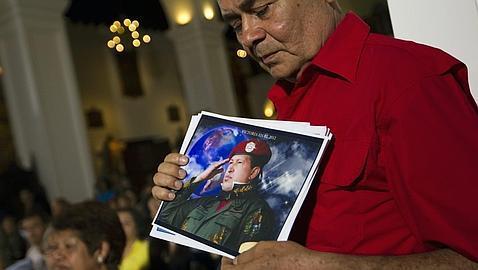 Simpatizantes de Chávez rezan por su recuperación