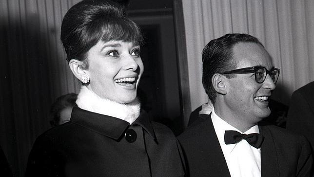 Audrey Hepburn y Dino De Laurentiis - Ampliar imagen