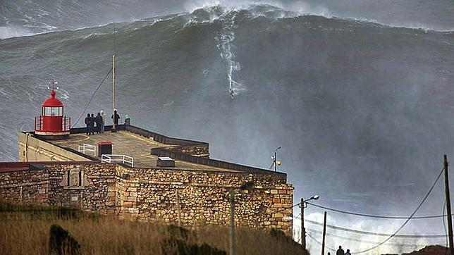 La ola más grande jamás surfeada
