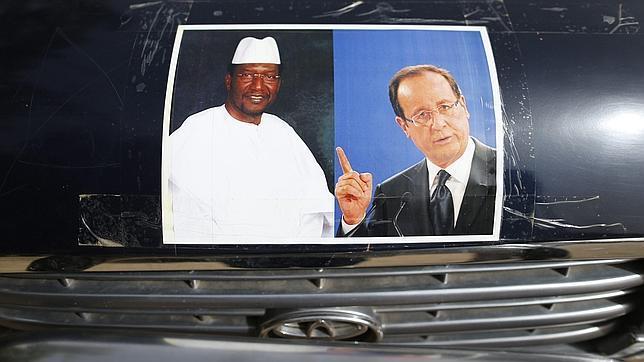 Hollande quiere escenificar en Tombuctú el éxito de su misión