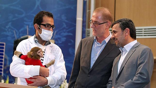 McCain compara a Ahmadineyad con un mono en su cuenta de Twitter