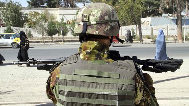 Las autoridades de Afganistán denuncian la muerte de diez civiles tras un ataque aéreo de la OTAN