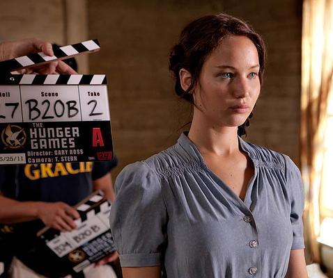 Jennifer Lawrence se tiñe el pelo de negro horas después de recoger su Oscar