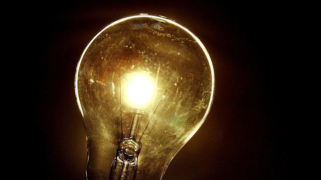 La luz bajará en torno a un 6,5% en abril, la mayor caída en más de 40 años