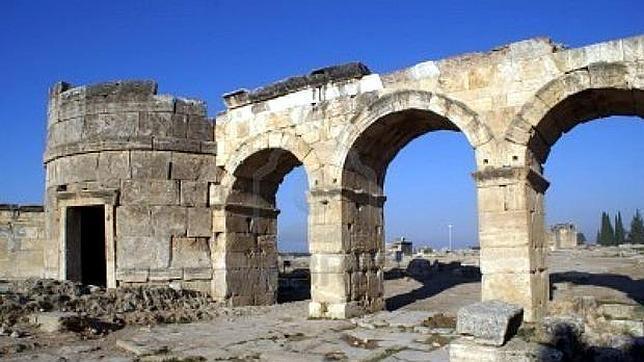 Descubren la auténtica «puerta del infierno» en Turquía
